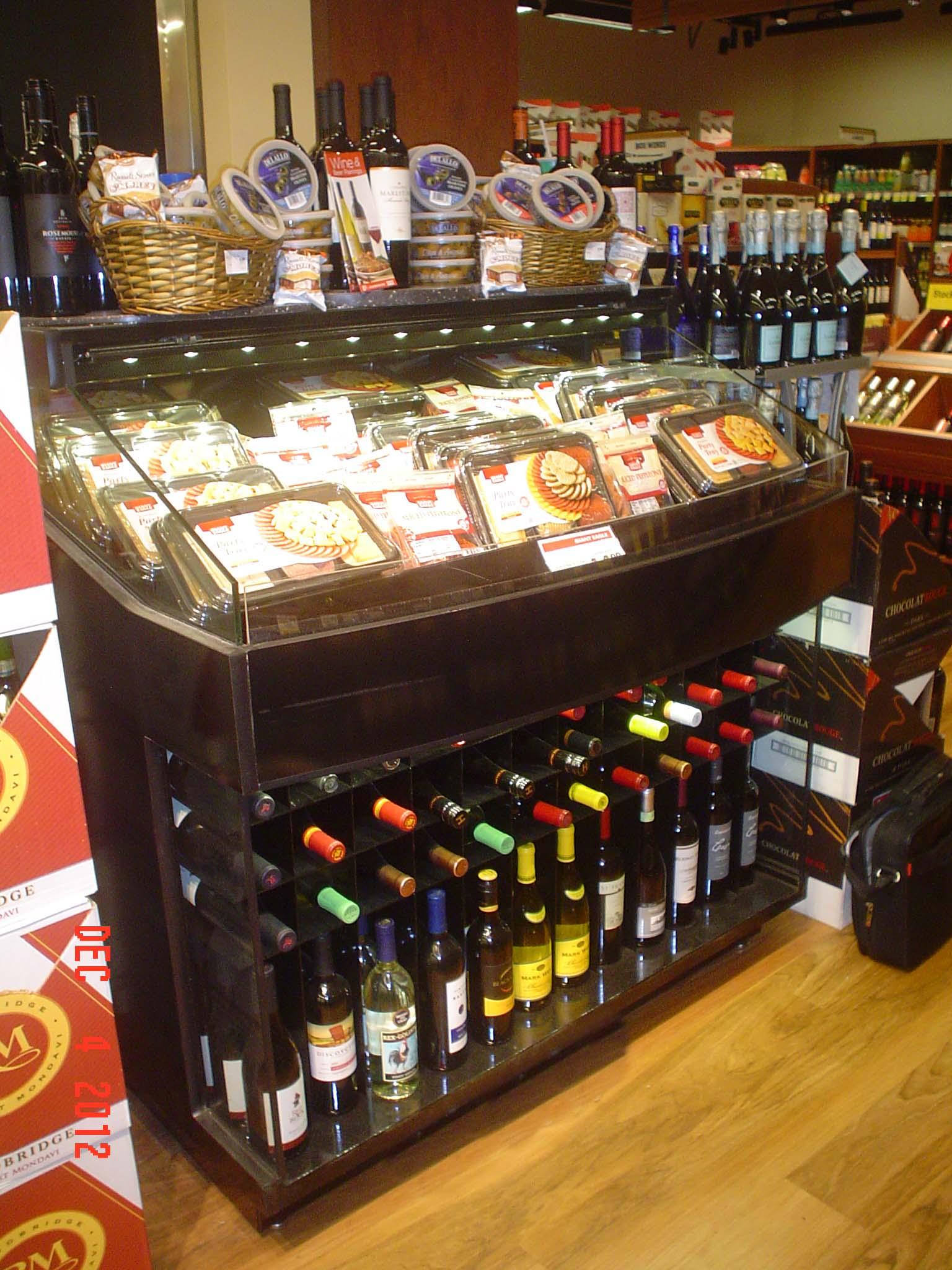 wine and cheese merchandise display borgen systems